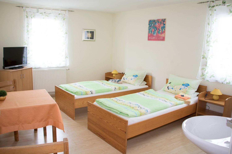 Einfaches-Doppelbett