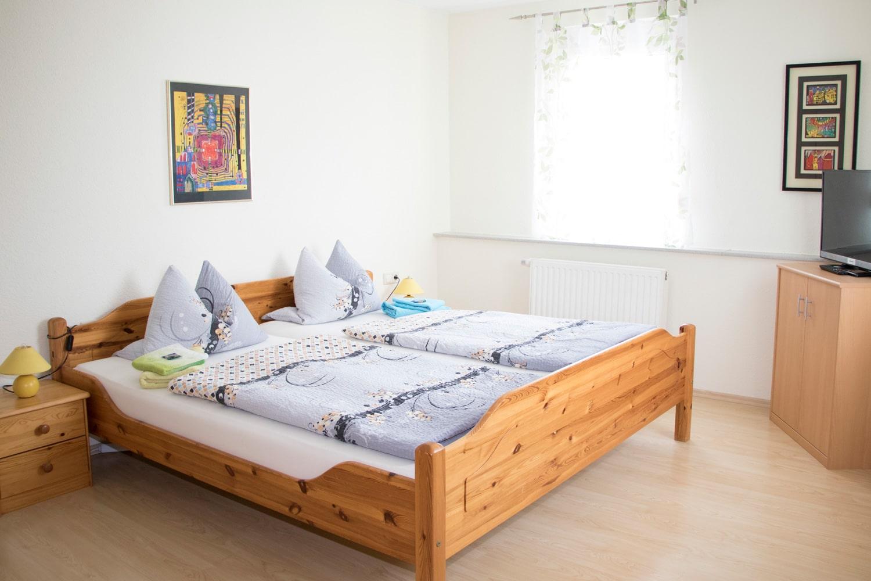 Großes-Doppelzimmer-Bett