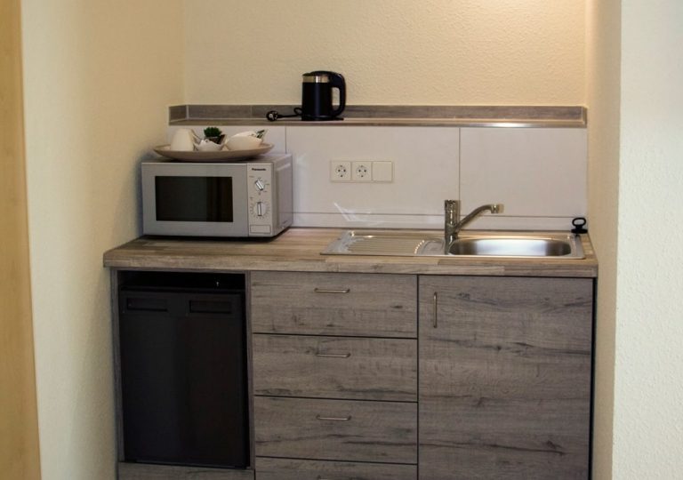 Doppelzimmer-Küchenzeile-1