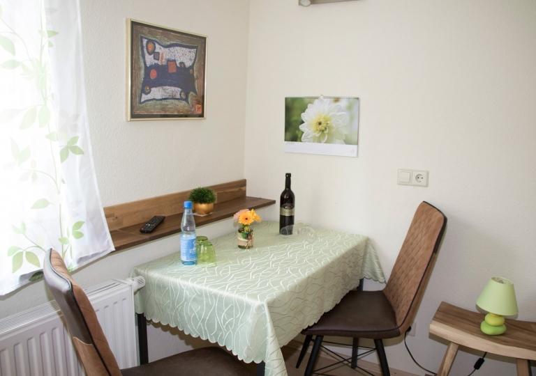 Doppelzimmer-Tisch-1