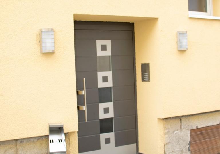 Gästehaus-Hauseingang-geschlossen